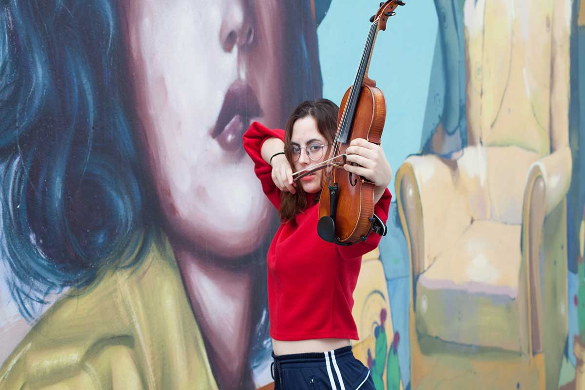 a-fondo-mujer-violin-angela
